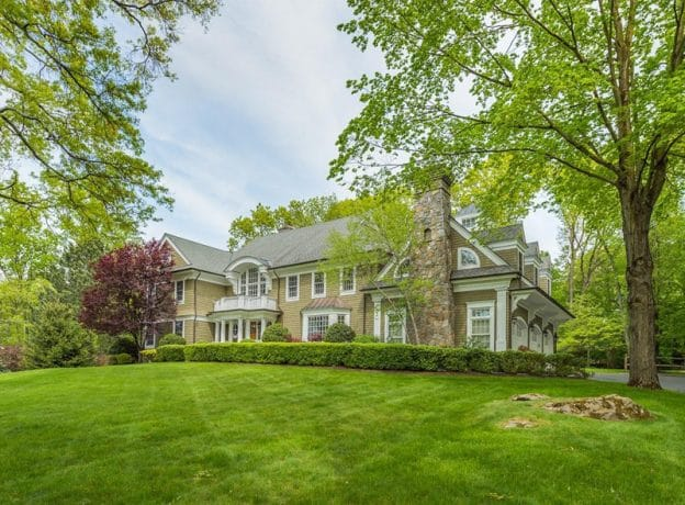 Greenwich Real Estate: 5 Bedroom Indoor/Outdoor Beauty in Cos Cob