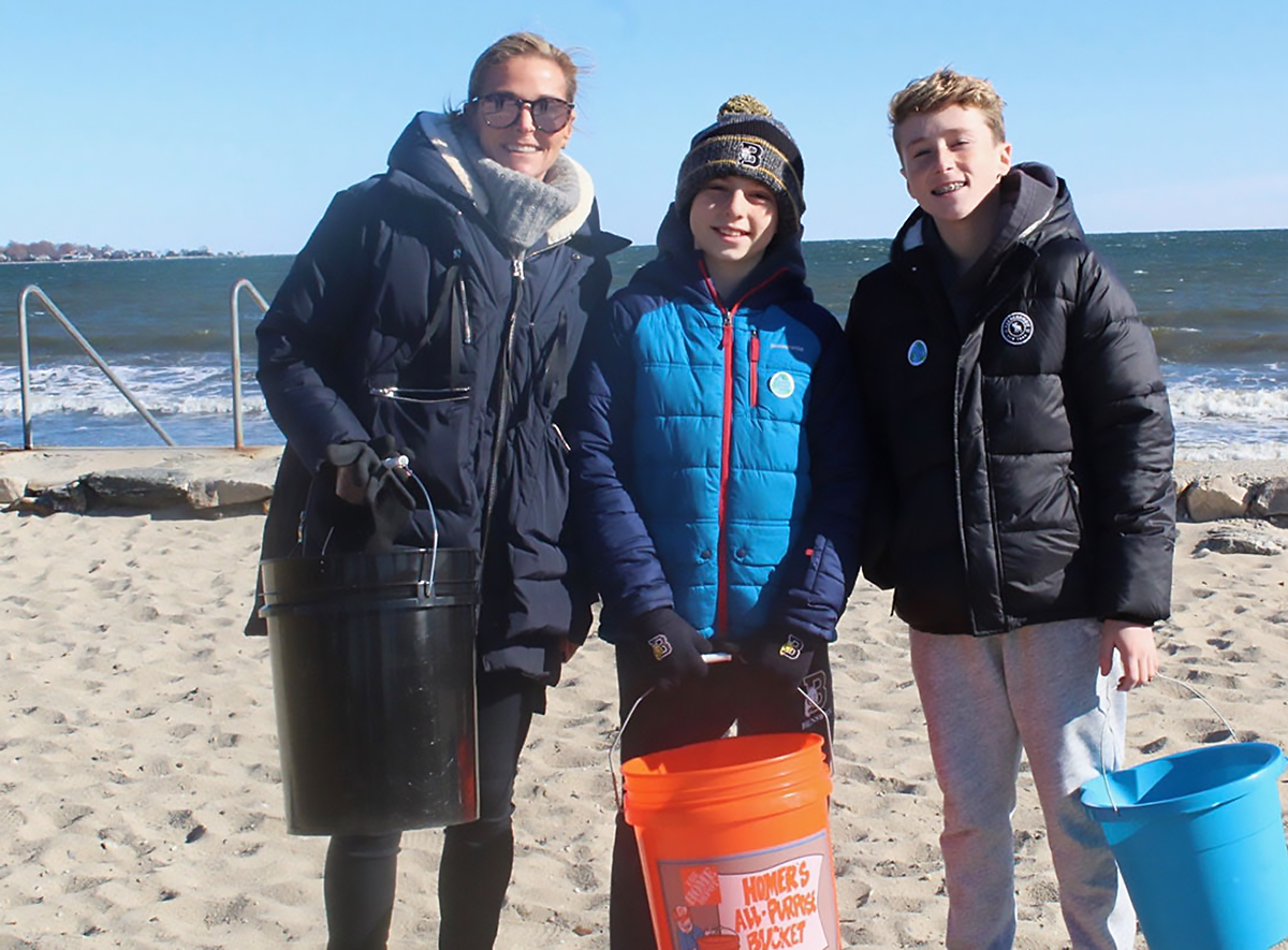 PHOTOS: Hundreds of Greenwich Volunteers Join Together For The #LiveLikeLuke Beach Clean Up