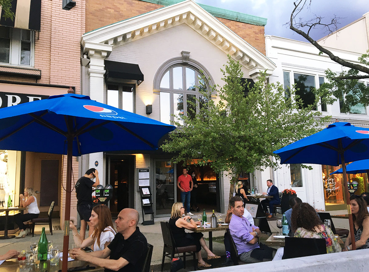 PHOTO GALLERY: Al Fresco Dining On Greenwich Ave