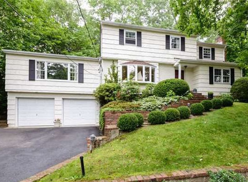 REAL ESTATE: Featured Listing | Spacious Colonial With An Amazing Location