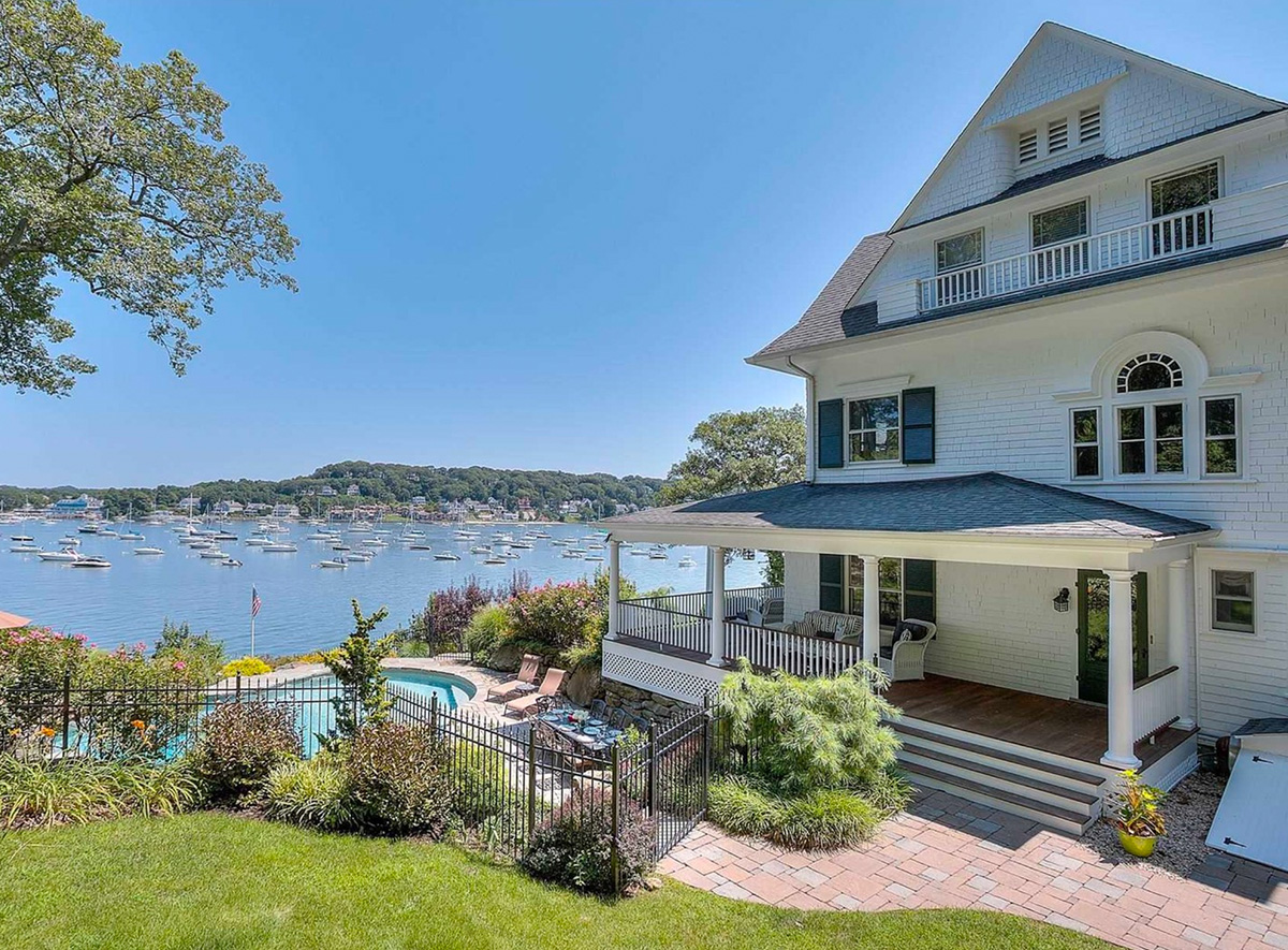 REAL ESTATE: Incredible Waterfront Residence in Centerport