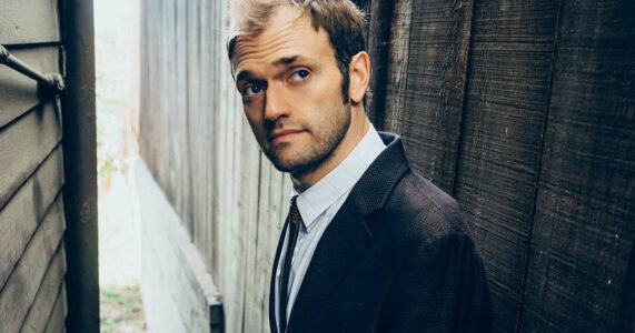 Chris Thile – Under The Ridgefield Playhouse Tent